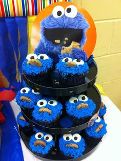 Cookie monster cupcakes at a Sesame Street Party #sesamestreet #partycupcakes