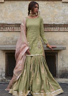 Nikkah/ Mehndi dress inspo for bride/ grooms side Desi Wedding Dresses, Pakistani Formal Dresses, Shadi Dresses, Pakistani Dress Design, Pakistani Outfits, Indian Outfits, Pakistani Sharara, Sharara Suit, Pakistani Clothing
