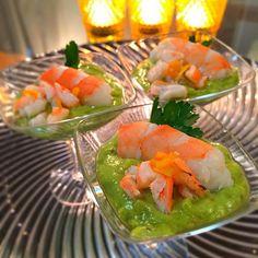 料理家若林三弥子先生のお料理レシピです。 アボカドペーストは愛媛のまりちゃんに頂いた塩レモンを使って、きりりとインパクトのある深みになりました。 - 157件のもぐもぐ - 海老とアボカドのアミューズ by 1125shino