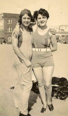 How to Take Good Beach Photos Candid Photography, Documentary Photography, Vintage Photography, Belle Epoque, 1920s, Vintage Swimsuits, Beachwear Fashion, Bathing Beauties, Bikini Photos