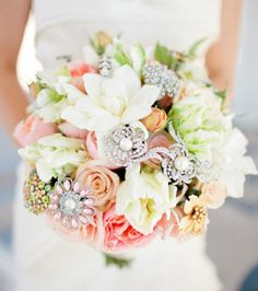 real flower boquet with broaches | vintage wedding-bouquet with brooch Archives | Weddings Romantique