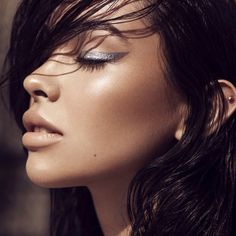 Warm bronzy tanned skin with cool silver dramatic winged liner. Beauty Full, Beauty Care, Beauty Makeup, Eye Makeup, Hair Makeup, Hair Beauty, Pretty Makeup, Makeup Looks, Silver Makeup