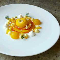 Yellow nectarine, mango, meringue, camomile, and elderflower by (Fancy Food Presentation Awesome) Meringue Desserts, Gourmet Desserts, Fancy Desserts, Plated Desserts, Cupcakes, Fancy Food Presentation, Tostadas, Baking And Pastry, Food Decoration