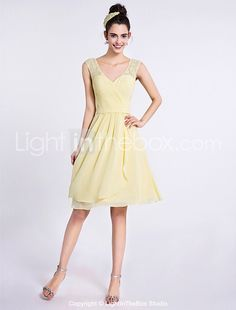 2017 Lanting Bride® Knee-length Chiffon / Lace Bridesmaid Dress - A-line V-neck with Criss Cross 2017 - $79.99