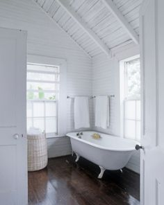 Love the frosted windows.  Love the tub the most.  I had one just like this until I was 13 years old and Mom had a new bath built.  I so missed that tub.