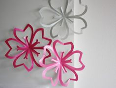 手作り桜デコレーション Origami And Kirigami, Origami Paper, Giant Paper Flowers, Diy Flowers, Cherry Blossom Theme, Cherry Blossoms, Diy Fleur, Asian Cards, Diy Papier