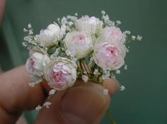 Beautiful bouquet of pink and white flowers in scale miniature. They'd look lovely in a big vase in the centre of a dining table or on a hall table. Clay Flowers, Silk Flowers, Paper Flowers, White Flowers, Miniature Plants, Miniature Dolls, Miniature Gardens, Polymer Clay Miniatures, Dollhouse Miniatures