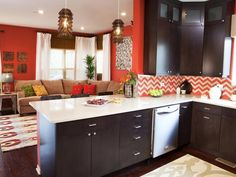 Defend the Trend: Do You Fawn Over Chevron? (http://blog.hgtv.com/design/2013/04/26/chevron-stripes-design-trend/?soc=pinterest)
