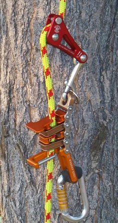 Rappelling equipment : a more controllable desent rig tool. Useful 3d Prints, Archery Tips, Tree Felling, Survival Items, Climbing Rope, Tree Company, Remo, Rappelling, Outdoor Tools