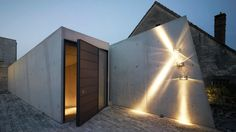 outside luminaire . Modern Residential Architecture, Commercial Architecture, Melbourne, Facade Lighting, External Lighting, Cheap Houses, Interior Exterior, Architect Design, Modern House Design