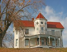 Old House near Wooldridge Missouri by Uncle Phooey, via Flickr. I would still live there.