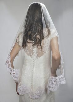 I love the scalloped lace edge on this veil. The length is great, too.