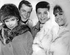 Sixties | Yvonne Craig, Dwayne Hickman, Frankie Avalon and Deborah Walley, stars in Ski Party, 1965