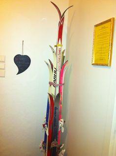 Stumtjener av gamle ski