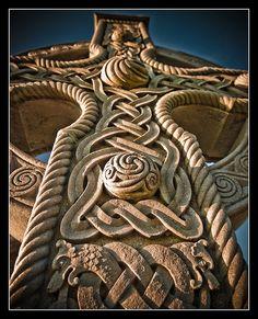 Beautiful carving on Celtic gravestone, Newtownstewart, Northern Ireland.   Image | Stephen Paskin, via Flickr.