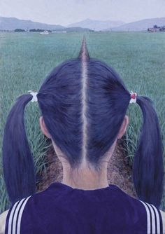 Makoto Aida titled AZEMICHI (a path between rice fields). Makoto Aida was at a loss what to do after graduating from a prestigious art college in 1991 and took nearly a year to paint this picture. Forced Perspective Photography, Perspective Photos, Illusion Kunst, Illusion Art, Illusion Pictures, Creative Photography, White Photography, Photography Tricks, Digital Photography