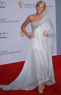 Blake Lively Görünümleri... / Better shot of the dress I really really like!