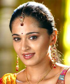 Tollywood Golden Lady Anushka Shetty Oily Face close up Stills Best Beauty Tips, Beauty Hacks, Oily Face, Actress Anushka, Cute Beauty, Most Beautiful Indian Actress, Perfect Skin, Bad Hair, India Beauty