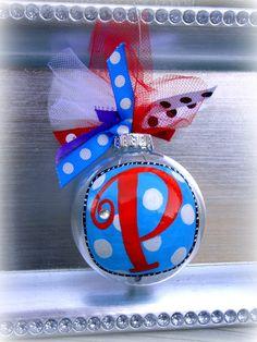 Christmas ornament DIY: Bows, paint