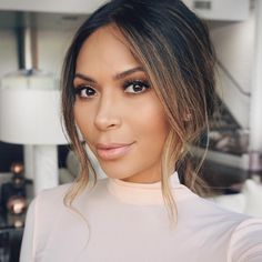 """""""New hair tutorial up on my YouTube channel click the link in my profile to watch! This look was inspired by Kate Hudson at the Golden Globes last weekend.…"""""""