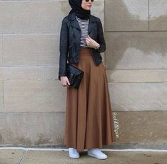Hijab Fashion 2017 : Comment avoir un Hijab street style tendance Hijab Street style moderne – look 09 Hijab Fashion 2017, Modern Hijab Fashion, Street Hijab Fashion, Hijab Fashion Inspiration, Islamic Fashion, Muslim Fashion, Mode Inspiration, Modest Fashion, Fashion Outfits