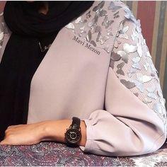 Best 12 Abaya by Dhoha al nahari – Page 611363718138437017 – SkillOfKing. Street Hijab Fashion, Abaya Fashion, Muslim Fashion, Modest Fashion, Fashion Dresses, Hijab Style Dress, Mode Abaya, Look Formal, Look 2018