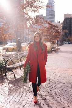 A Touch Of Holiday Red - Red coat and turtleneck with navy velvet leggings and red bow flats (Gal with Glam - Ann Taylor) Red Coat Outfit, Winter Coat Outfits, Coat Dress, Red Winter Coat, Ann Taylor, Look Office, Mode Mantel, Fashion Outfits, Womens Fashion