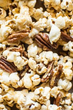 Bourbon Paprika Pecan Popcorn - a healthy caramel popcorn that's ready in 30 minutes! | healthynibblesandbits.com