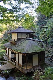 Choushukaku tea house in Sankei garden, Kanagawa- Go to a traditional tea ceremony in Japan Japanese Style House, Traditional Japanese House, Japan Architecture, Architecture Design, Futuristic Architecture, Japanese Buildings, Japan Garden, Japanese Tea Ceremony, Bungalow