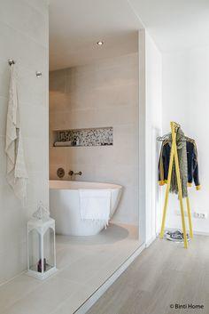 Binnenkijker interieurinspiratie slaapkamer open badkamer ©BintiHome