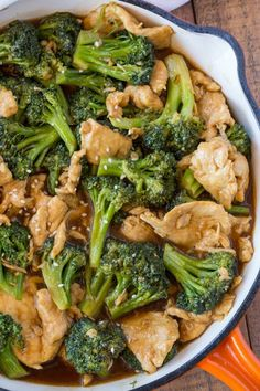 stir fry recipes Chicken and Broccoli Stir-Fry made with lean white meat and lots of broccoli in a ginger and garlic stir-fry sauce thats an easy and quick weeknight meal or the perfect meal prep recipe for easy lunches all week long. Broccoli Recipes, Chicken Recipes, Recipe Chicken, Keto Chicken, Healthy Chicken, Asian Recipes, Healthy Recipes, Delicious Recipes, Paleo Food