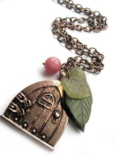 Fairy door necklace, copper, green - Leaves, leaf, woodland necklace - gemstone, berry, pink quartz - Hobbit, LOTR, hobbit house