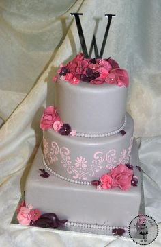 Unique gray wedding cake with pink stencil and sugar flowers. 522836_370650476325987_194676080_n.jpg (589×900)