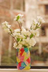 Cute homemade flower vase. Great gift that kids can make for mom/grandma on mothers day!