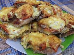 French pork chops in the OVEN.- French pork chops in the OVEN. Hungarian Recipes, Russian Recipes, Italian Recipes, Pork Recipes For Dinner, Chicken Recipes, Shredded Pork Recipes, Good Food, Yummy Food, Romanian Food