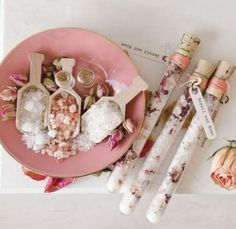 Combine rose and neroli essential oils for these bath salt vials by Melinda Barnett that will create a luxurious tub in no time Willow and Sage Homemade Beauty, Homemade Gifts, Diy Beauty, Diy Gifts, Craft Gifts, Neroli Essential Oil, Essential Oil Candles, Essential Oils, Willow And Sage