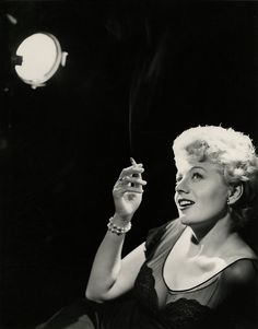Shelley Winters photographed by John Engstead, c. Old Hollywood Movies, Vintage Hollywood, Hollywood Stars, Classic Hollywood, Gabor Sisters, Shelley Winters, Louis Garrel, Mystery Film, Us Actress