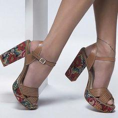 IRRESISTÍVEL. É assim que definimos esse sapato. Tem no nosso site! http://ift.tt/1SLG2kZ Ref. N7822 #instafashion #love #shoes #shoesfirst #tanarabrasil