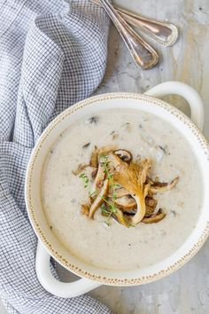 This gourmet, homemade Cream of Mushroom Soup is made with a full pound of fresh mushrooms! A perfect fall soup for entertaining or warming up on a chilly day. Chili Recipes, Gourmet Recipes, Cooking Recipes, Savoury Recipes, Yummy Recipes, Diet Recipes, Recipies, Cheap Clean Eating, Clean Eating Snacks