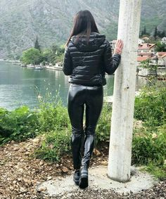 ⚢ 👄 No chat. Sexy Outfits, Cool Outfits, Leather Pants Outfit, Vinyl Clothing, Latex Pants, Leder Outfits, Disco Pants, Shiny Leggings, Jackets For Women