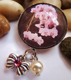 Small brooch orchid brooch flower shell core pearl by Schmucktruhe