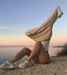nice photography in the beach and aesthetic winter outfit Summer Aesthetic, Aesthetic Photo, Aesthetic Pictures, Photography Aesthetic, Aesthetic Hair, Streetstyle Blogger, Photo Pour Instagram, Classy Outfits, Cute Outfits