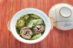Vietnamese Pork Bone and Green Papaya Soup (Canh Du Du)