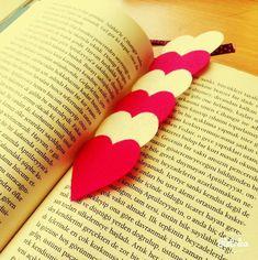 kitap ayracı Hearts flattened onto a popsicle stick? Felt Bookmark, Bookmark Craft, Bookmarks Kids, Little Girl Crafts, Little Gifts, Diy For Kids, Crafts For Kids, Arts And Crafts, Diy Marque Page