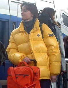 Down Puffer Coat, Down Coat, Nylons, Puffy Jacket, Winter Jackets Women, Jacket Style, Moncler, Canada Goose Jackets, Dj