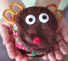 Reindeer Homemade Ice Cream Sandwich   Make this little Rudolph snack with your children this holiday season!