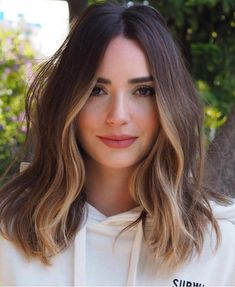 Chic Hairstyle Ideas for Medium Length Hair How to: Pin back your bangs 27 Of The Legendary Medium Wavy Hairstyles for Women to Show Off in 2020 These Winter Hair Trends are Coming in Hot for 2019 Brown Hair Balayage, Hair Color Balayage, Hair Highlights, Partial Highlights, Haircolor, Face Frame Highlights, Partial Balayage, Ombre Hair, Medium Hair Styles