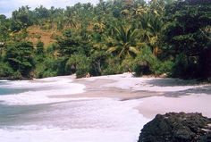 Bias Tugal Beach in Bali: Tiny and rather rustic beach that for some reason rarely gets crowded - a paradise off the beaten path. Bias Tugal Beach, also called Pantai Kecil (Little Beach), is good for swimming, though the currents can be strong.