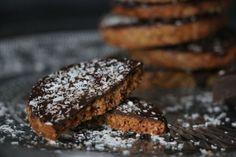 Biscuits granola chocolat IG bas Granola, Desserts Sains, Yummy Treats, Sugar Free, Healthy Snacks, Dessert Healthy, Nutrition, Cookies, Chocolate