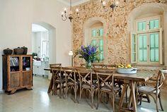 אחוזת בית - מגזין את Dining Bench, Kitchen Dining, Dining Room, Outdoor Furniture Sets, Outdoor Decor, Interior Design, House Styles, Table, Rooms